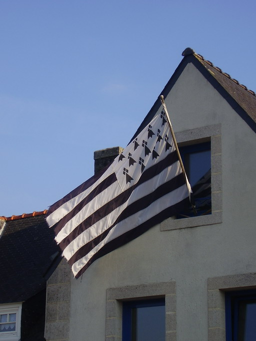 Drapeau breton à la fenêtre